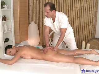 Soft massage for along to peevish woman is in to turn really spicy